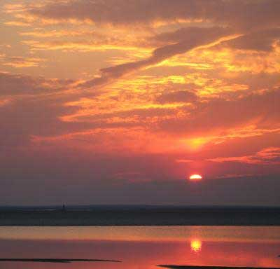 Reflecting Sunset - digital photography tutorials example image
