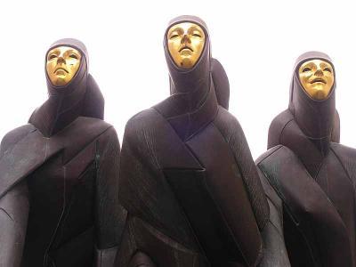 Three creepy ladies from Vilnius!